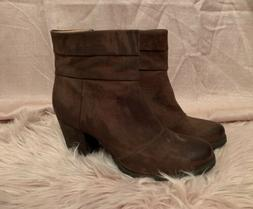 New Clarks Womens Size 8.5M Brown Leather Side Zip Ankle Hee