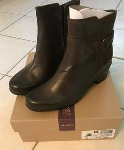 NIB Dark Brown Leather Clarks Womens Boots Size 10 W wide la