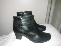 Womans Black CLARKS Boots Size 11M BRAND NEW CONDITION