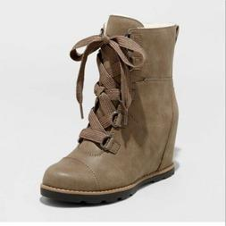Womens Universal Thread Katherine Wedge Boots NWOT Size 6